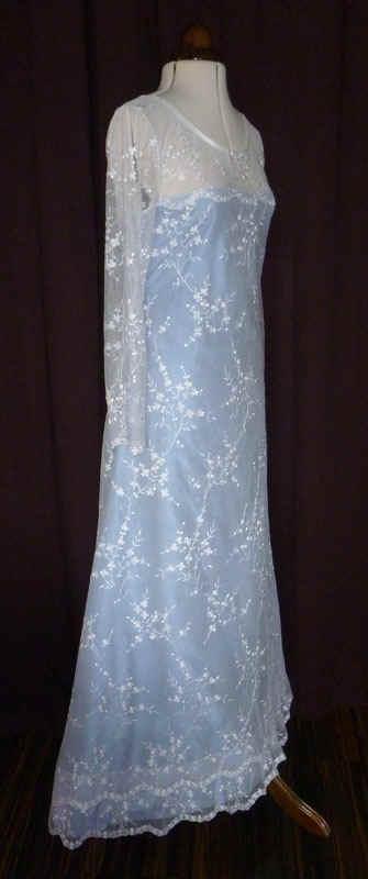 Brautkleid creme blau