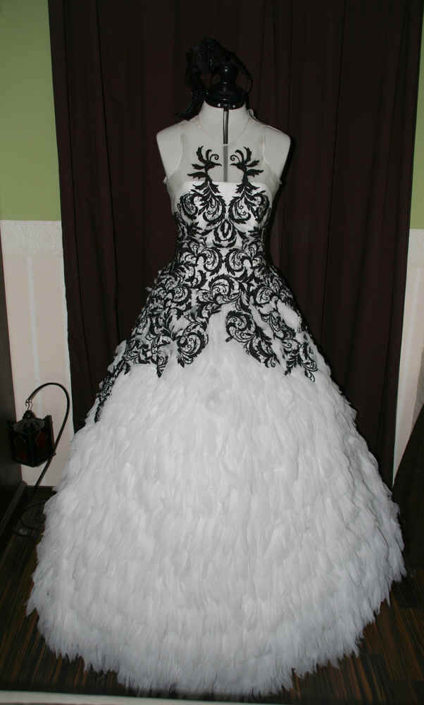d0e972bd870e Brautkleider - maßgeschneidertes Brautkleid für Deine Hochzeit ...