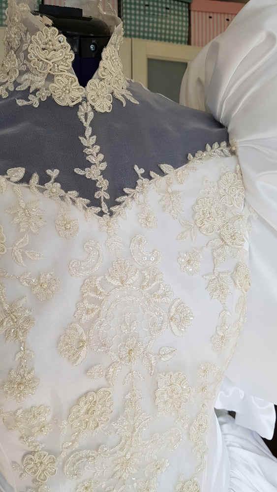 Brautkleid Kragen Puffärmel