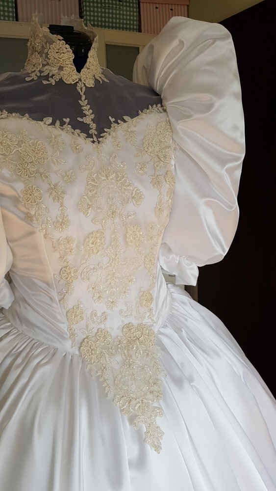 Brautkleid Puffärmel groß