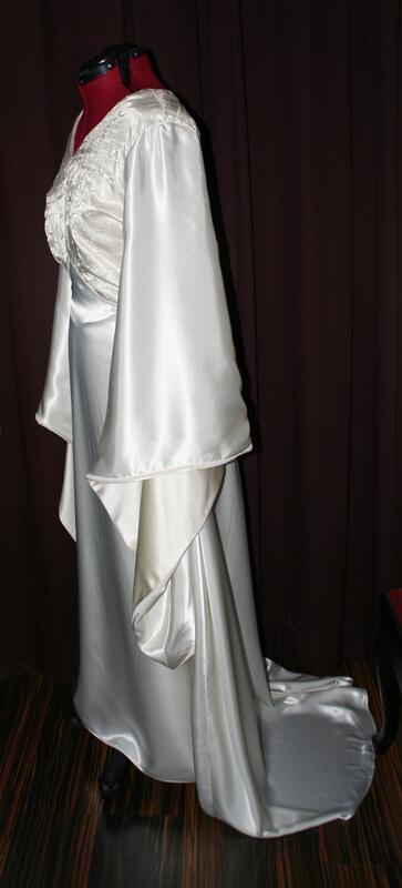 Brautkleid Mittelalter glänzend