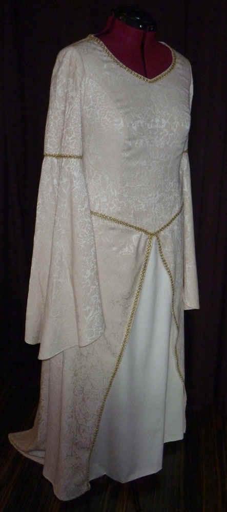 Brautkleid mittelalter gemustert