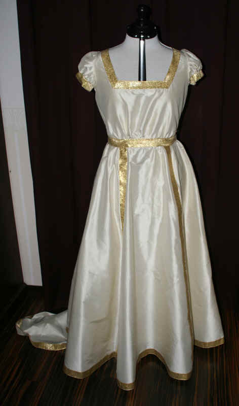 Empire Brautkleid gold