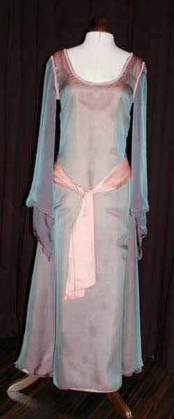 Brautkleid Seide fließend
