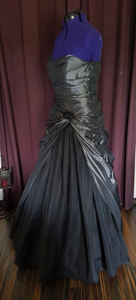 Hochzeitskleid Gothic grau schwarz