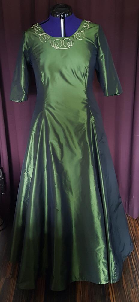 Brautkleid grün Stickerei
