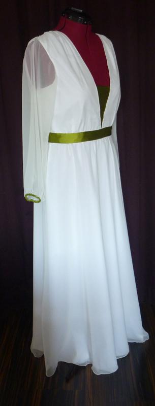 Brautkleid mit grünen Details