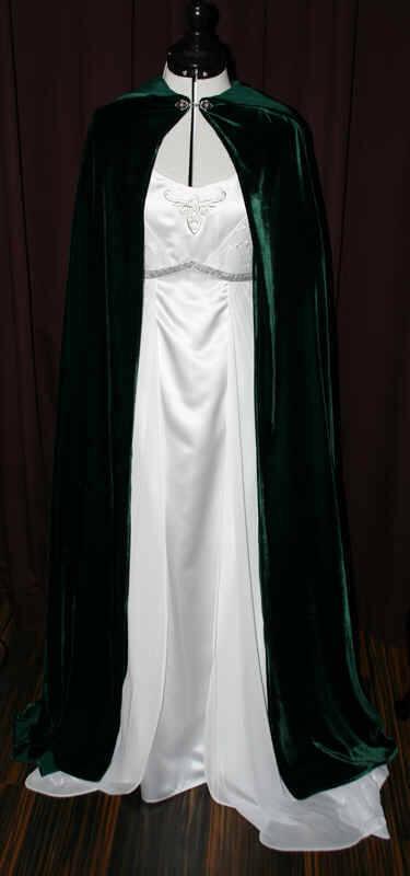 Brautkleid weiss Umhang grün