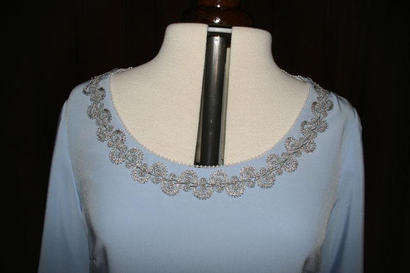 Brautkleid hellblau Silber