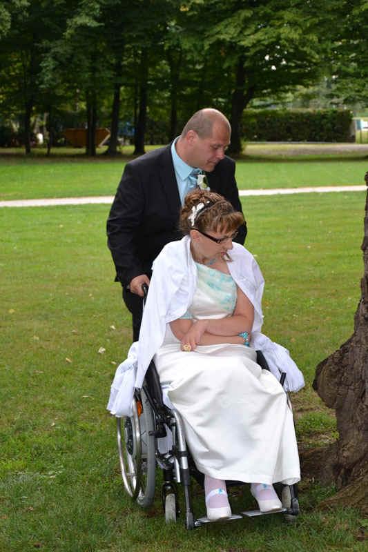 Rollstuhl Brautkleid schneidern lassen