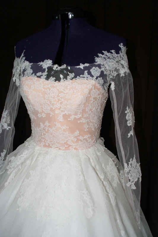 Brautkleid Tatoo Spitze schneidern lassen