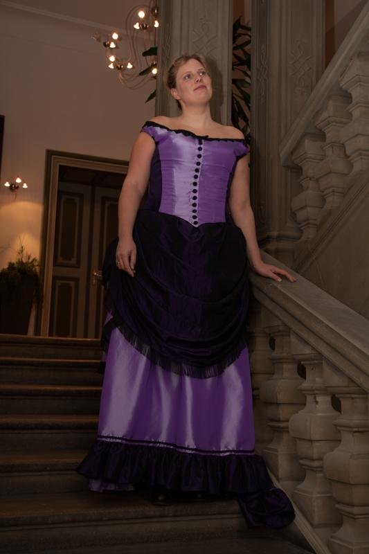 Victorianisches kleid tournüre