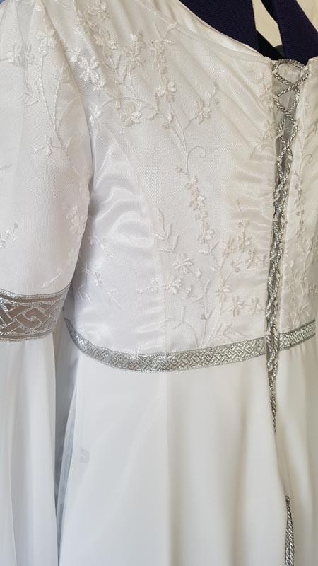 weisses Brautkleid mit Schnürung silber