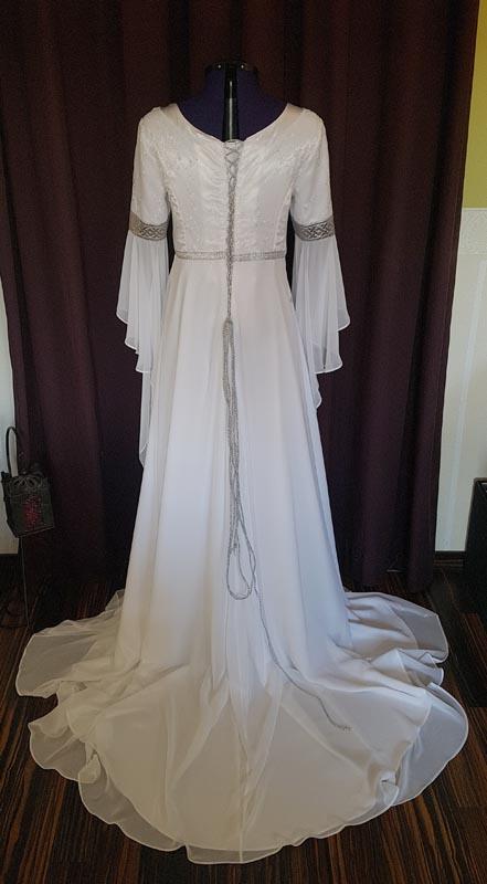 Elfenhaftes Brautkleid mit Schleppe