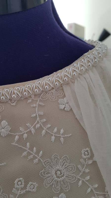 Spitzenborte am Hochzeitskleid